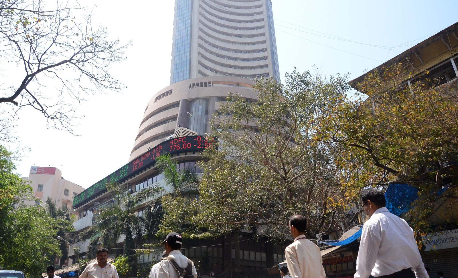 Sensex slides in the early trade, losses over 142 points on the Asian cues